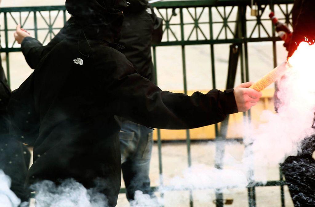 Die jungen Männer hinterließen in Walldorf ein Trümmerfeld. Foto: Eurokinissi