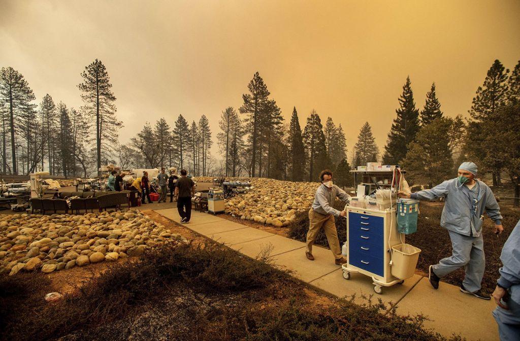 In Kalifornien sind Tausende Menschen auf der Flucht vor Waldbränden. Foto: AP