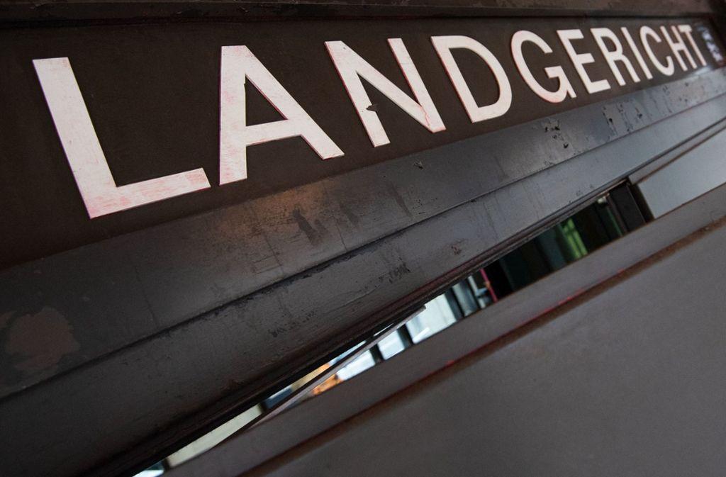 Vor dem Stuttgarter Landgericht müssen sich vier Männer wegen Geldwäsche verantworten. Foto: dpa