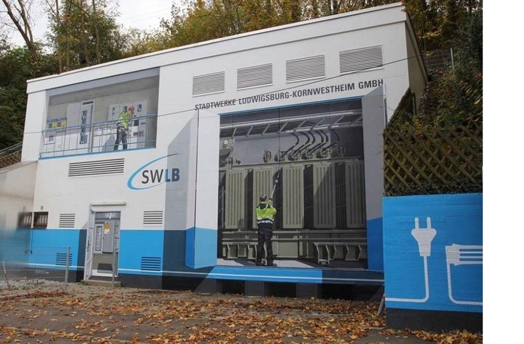 Die neueste Wandmalerei: Am Umspannwerk Ludwigsburg-Nord scheinen nun Mitarbeiter der Stadtwerke Tag und Nacht bei der Arbeit zu sein. Foto: privat