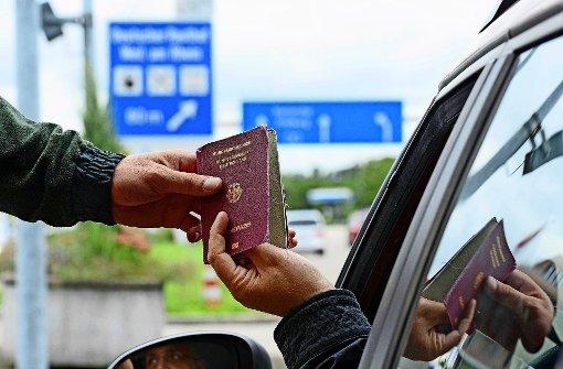 Es bleibt vorerst dabei, dass an der Grenze zur Schweiz nur der Zoll stationär kontrolliert. Foto: dpa