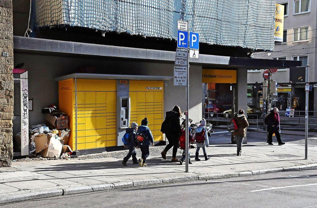Für die bisherige Filiale an der Böblinger Straße wird ein Ersatz gesucht, der Müll an der Stelle soll verschwinden. Foto: Linsenmann