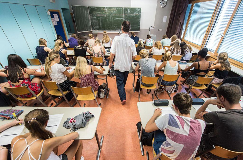 Im Gemeinschaftskunde-Abitur kam es zu einer Panne. (Symbolbild) Foto: dpa