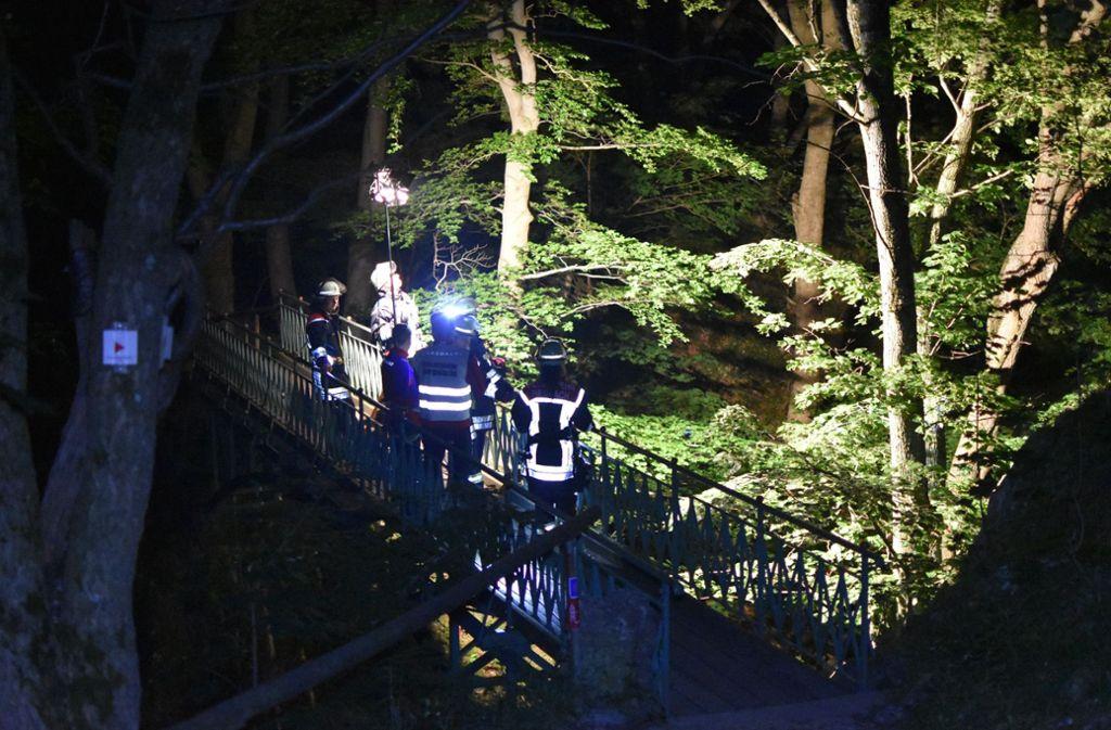 Die Bergung durch die Bergwacht ist nach Angaben der Polizei in dem steilen Gelände sehr aufwendig gewesen (Symbolfoto). Foto: SDMG