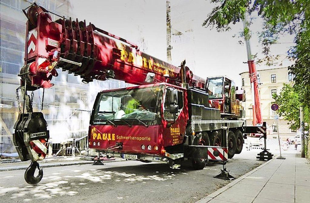 Das Kranfahrzeug ist in der Nacht zum Montag vom Gelände der Firma Paule in Stuttgart gestohlen worden. Foto: Hermann Paule GmbH