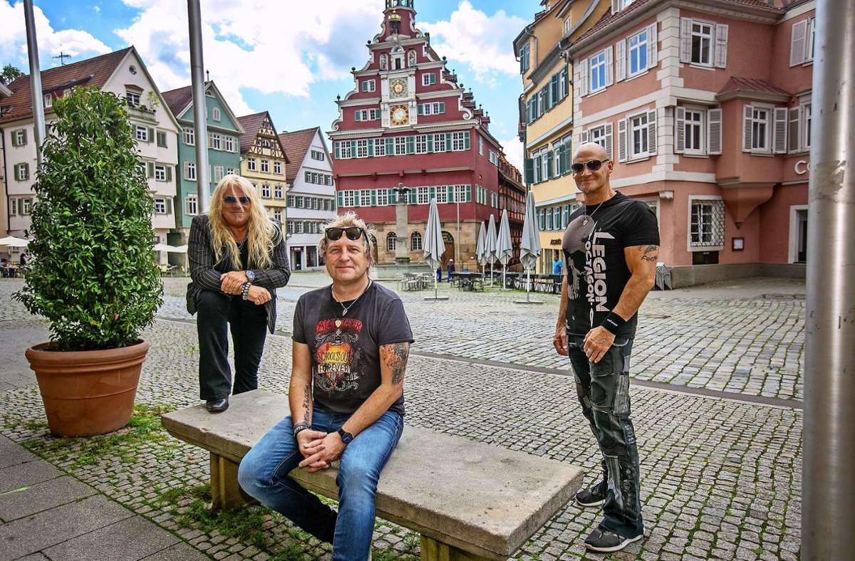 Die Band Primal Fear bringt am 24. Juli ihr 13. Album raus. Gründungsmitglieder Mat Sinner (Bass und Gesang, von links), Tom Naumann (Gitarre) und Ralf Scheepers (Gesang) stammen aus dem Kreis Esslingen. Foto: Roberto Bulgrin