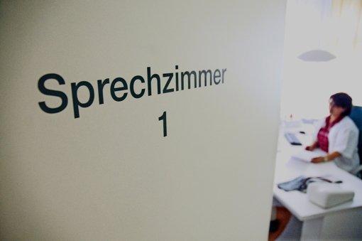 Die Ausstattung mit Ärzten ist im Land unterschiedlich: Im Landkreis Rastatt betreut ein  Allgemeinarzt fast 2500, in Freiburg dagegen nur  980 potenzielle Patienten. Foto: dpa