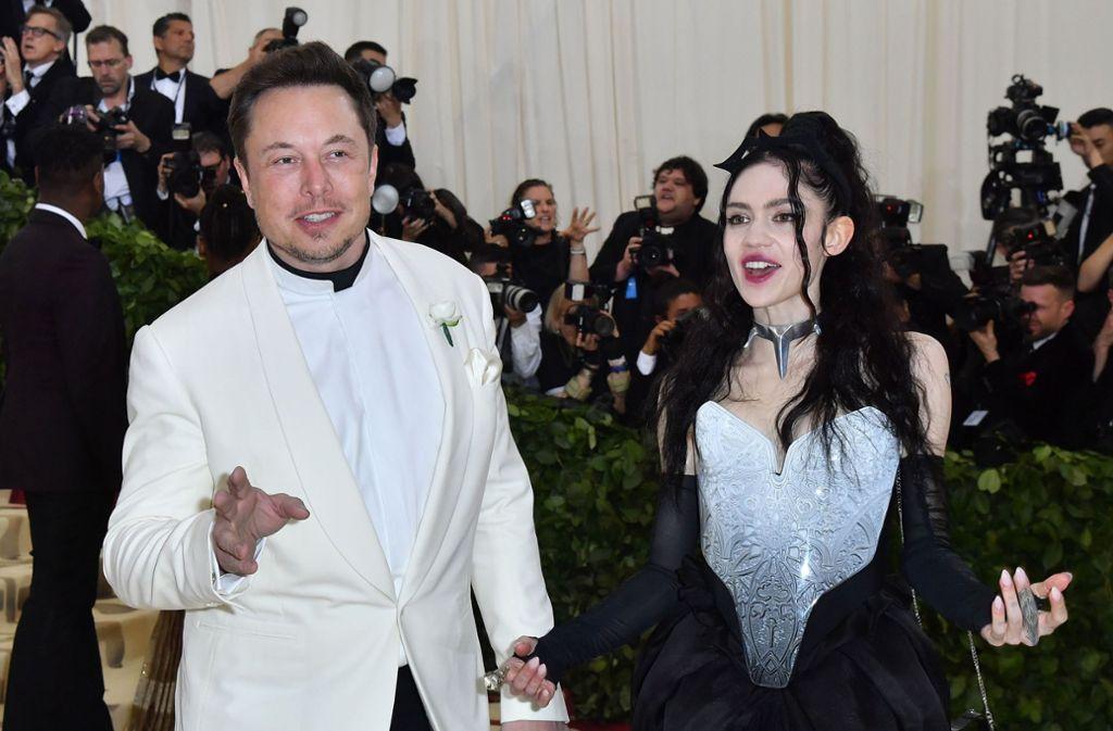 Elon Musk und seine Partnerin Grimes sind Eltern geworden. Für ihren Sohn wollen sie einen speziellen Namen. Foto: AFP/ANGELA WEISS