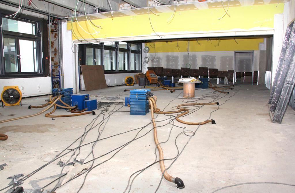 Zurzeit verrichten Bautrockner die Hauptarbeit im Ostfilderner Otto-Hahn-Gymnasium. Foto: Stadt Ostfildern/Andrea Wangner