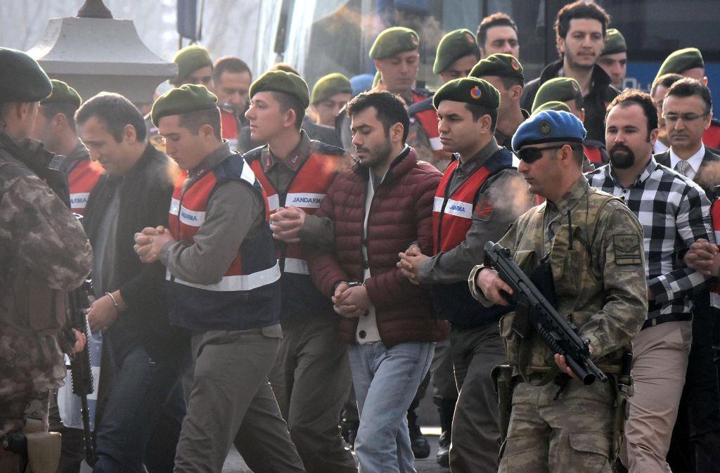 Nach dem Putsch-Versuch stehen fast 50 Angeklagte vor Gericht im türkischen Mugla. Foto: DHA-Depo Photos/AP