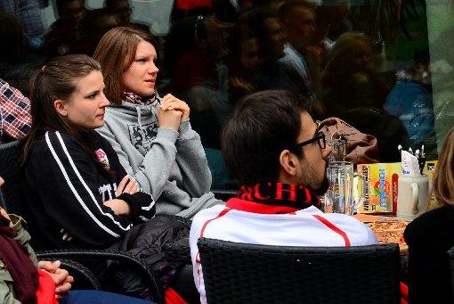 VfB-Fans zittern mit den Profis mit