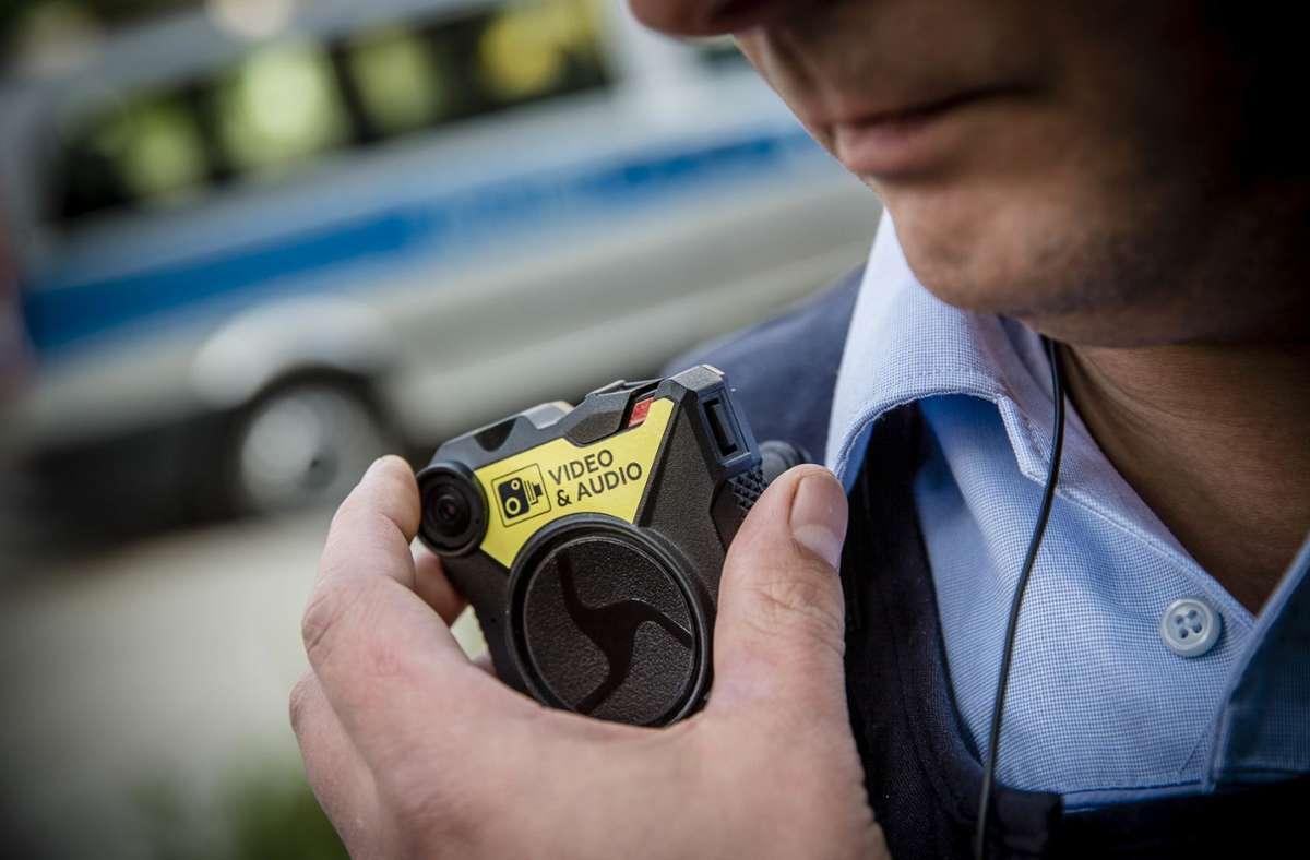 Bodycam der baden-württembergischen Polizei: Bisher nur außerhalb von Wohnungen erlaubt. Foto: Lichtgut/Leif Piechowski