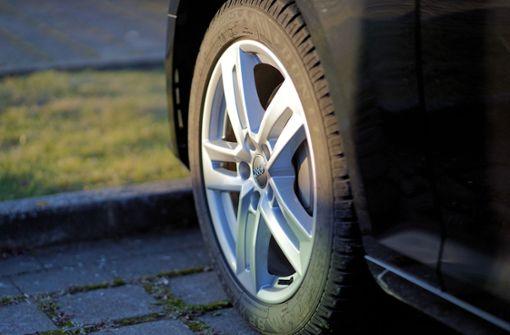 Sieben Audi aufgebockt und Räder gestohlen