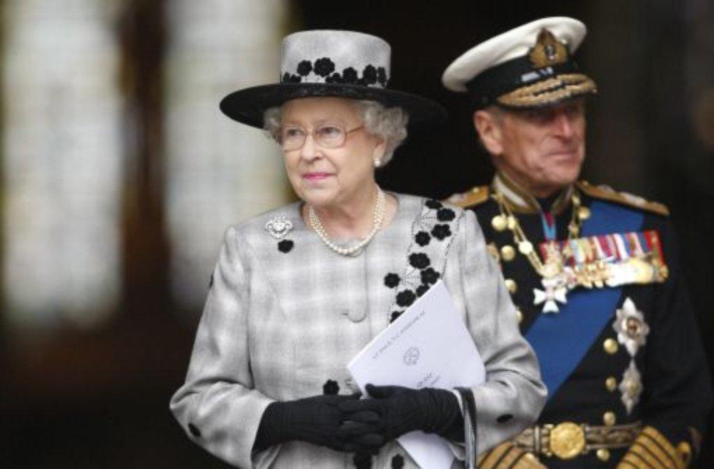 Nur formal spielt Prinz Philip bei den Royals die zweite Geige. Der Ehemann von Queen Elizabeth II. gilt als der wichtigste Ratgeber der britischen Königin. Am 20. November feiert das Paar Eiserne Hochzeit. Foto: AP