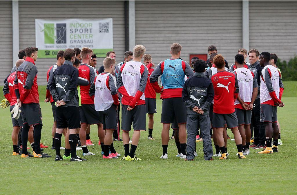 VfB-Trainer Hannes Wolf liegt eine Verbesserung der Trainingsbedingungen sehr am Herzen. Foto: Pressefoto Baumann