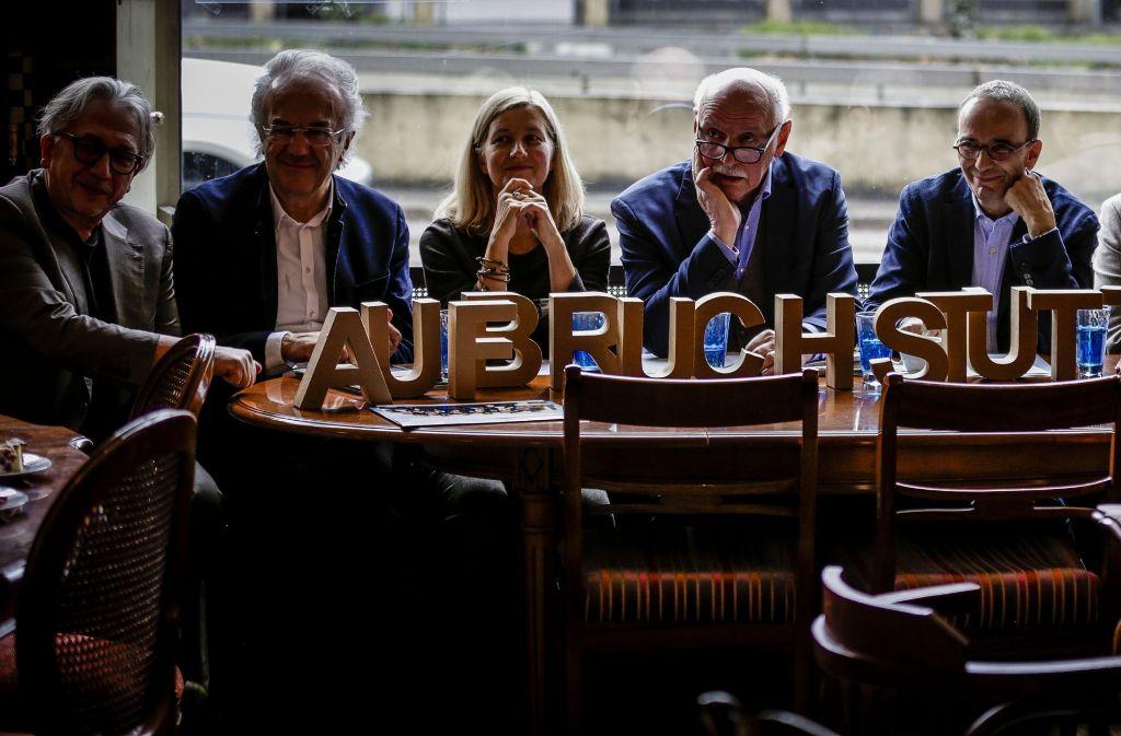 """Gründung des Vereins """"Aufbruch Stuttgart"""" mit dem Vorsitzenden Wieland Backes (zweiter von rechts). Foto: Lichtgut/Leif Piechowski"""