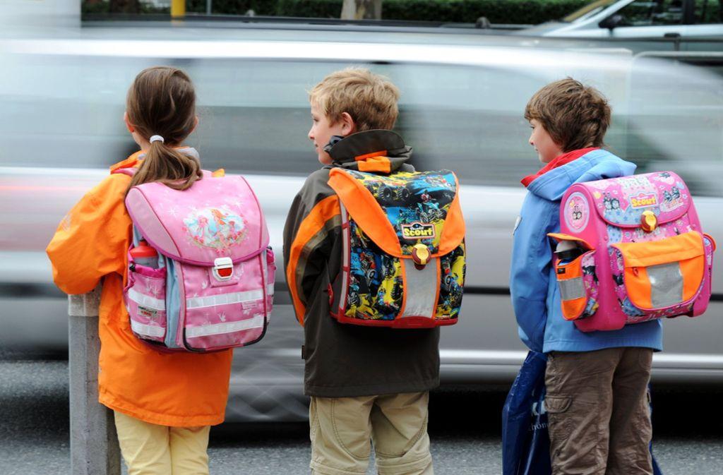 Nur Schulranzen mit genügend Signalfarben erfüllen die Sicherheitsstandards der Untersuchung. (Symbolbild) Foto: dpa