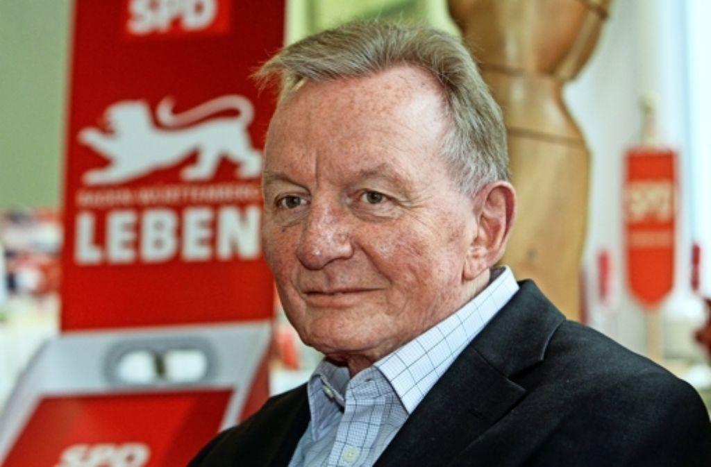 """Claus Schmiedel im Haus der SPD in Ludwigsburg. """"Ich muss mich neu sortieren"""", sagt der 65-Jährige. Foto: factum/Bach"""