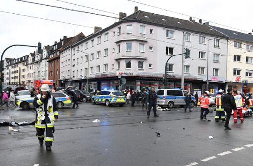 81-Jährige fährt in Menschenmenge – Lebensgefahr bei drei Opfern