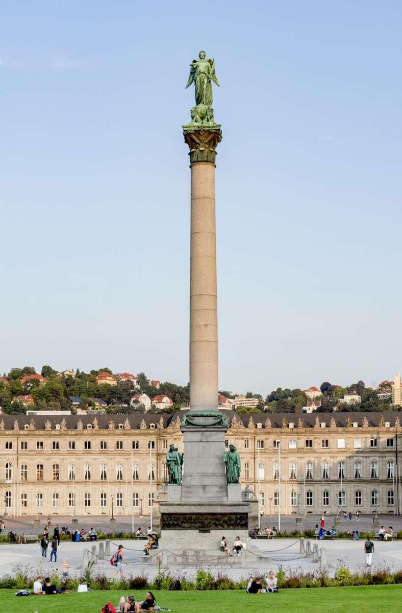 Die Concordia, Göttin der Eintracht, auf der   Jubiläumssäule (1841–46) auf dem Schlossplatz wurde erst 1863 ergänzt. Sie stammt von  dem württembergischen Hofbildhauer Ludwig von Hofer. Foto: Mater Off