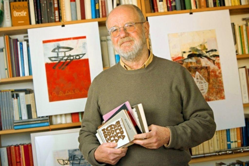 Peter Schlack schreibt nicht nur, sondern macht auch Musik und malt. Foto: Michael Steinert