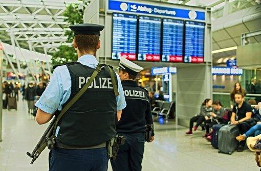 Nach den Terroranschlägen in Brüssel sind die Sicherheitskräfte auch an den deutschen  Flughäfen  verstärkt worden. Foto: dpa