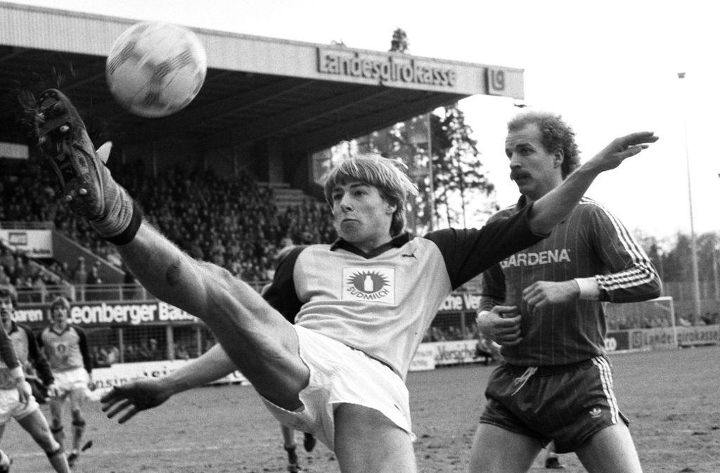 Jürgen Klinsmann im Dress der Stuttgarter Kickers – hier in einem Spiel gegen Ulm. Foto: baumann/baumann