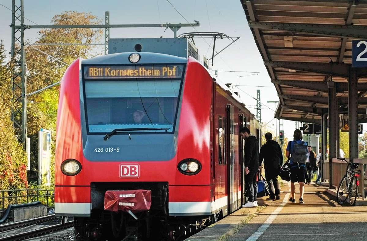 Am Bahnhof Kornwestheim herrscht am Mittwochnachmittag Stillstand. Foto: Lg/Kovalenko (Symbolbild)