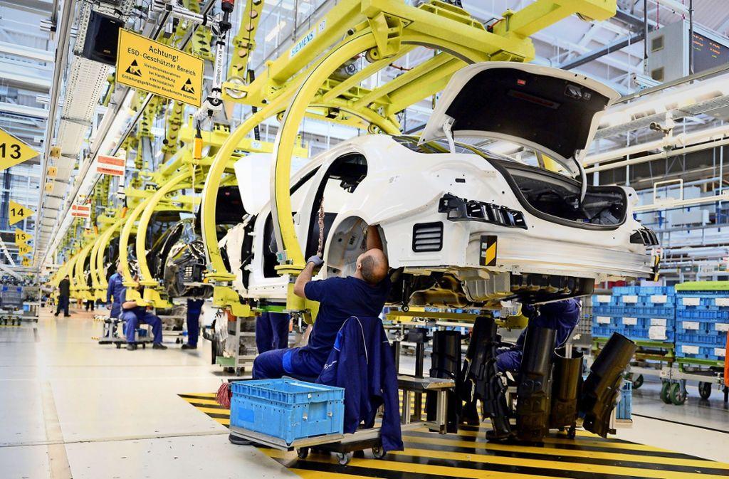Noch ist die Lage gut: Produktion im Daimler-Werk Sindelfingen. Foto: dpa