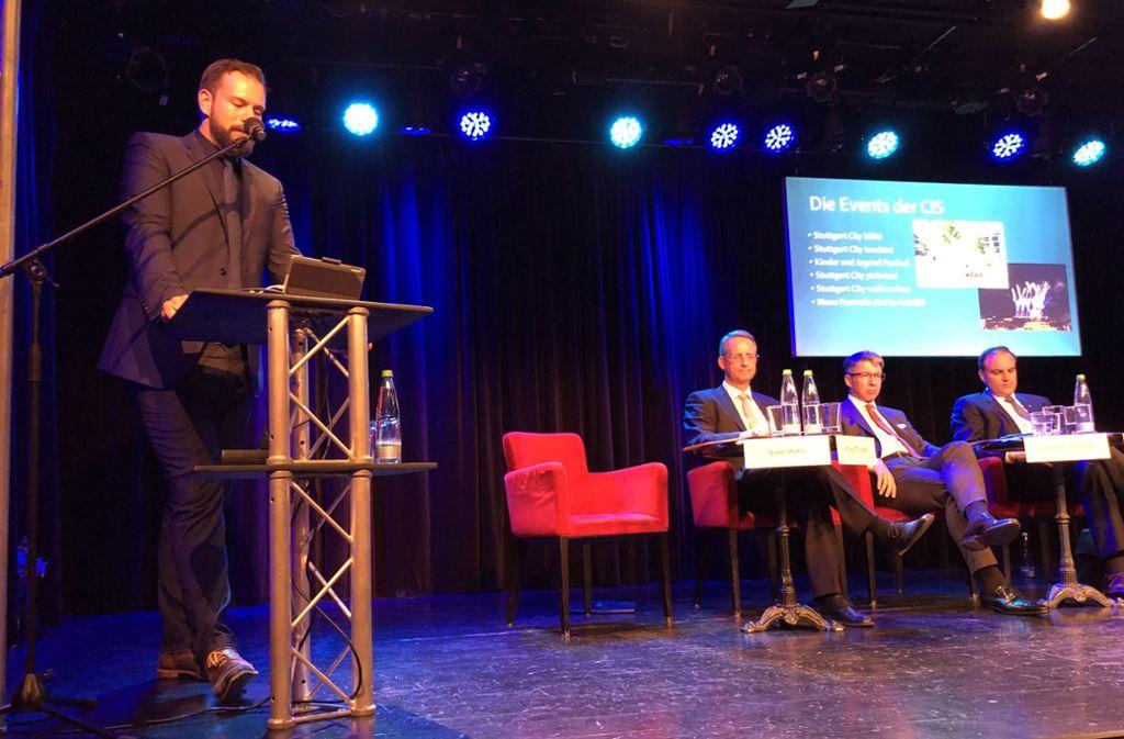 Citymanager Sven Hahn stellt bei der Mitgliederversammlung der CIS im Renitenz Theater politische Forderungen auf Foto: Martin Haar