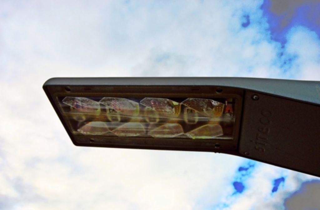 Die Umrüstung der Straßenlaternen auf moderne LED-Technik geht  weiter. Der Austausch von Quecksilberdampflampen wird Ende 2017 beendet. Foto: Archiv  Sascha Sauer