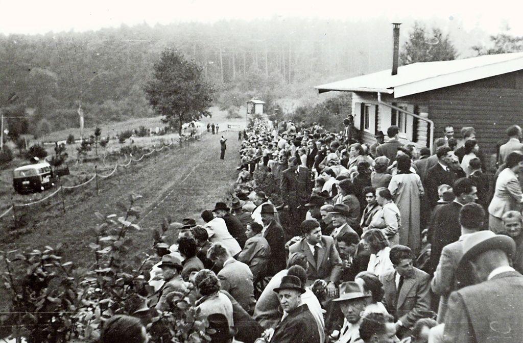 Volle Ränge beim Windhunderennen, vermutlich um das Jahr 1958. Foto: privat