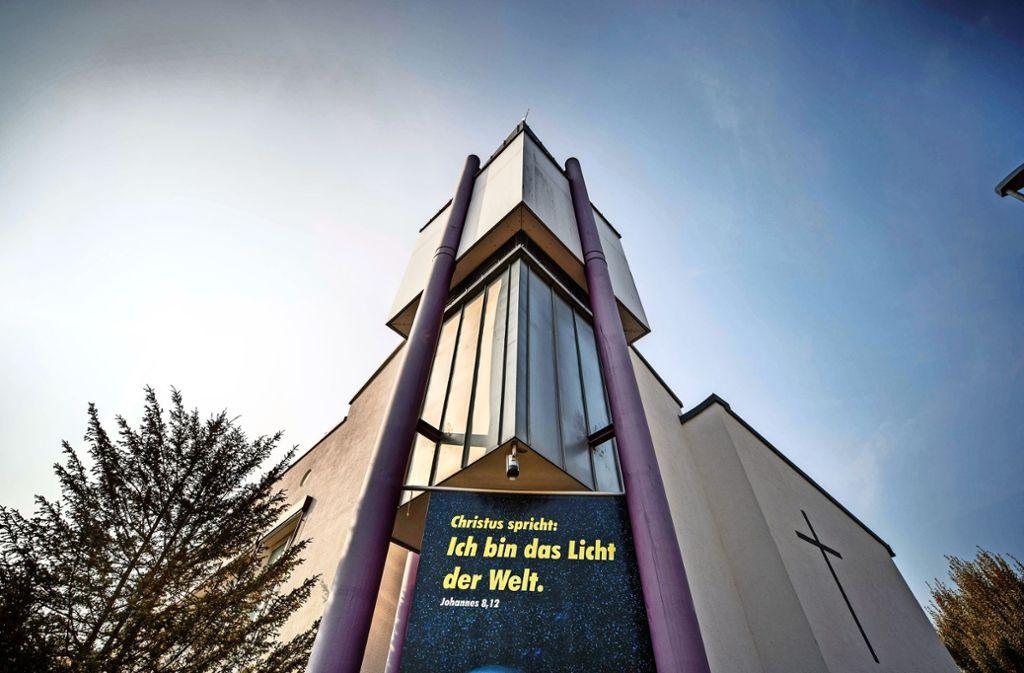 Seit 25 Jahren ist Thomas Fuchsloch Pfarrer in der Schorndorfer Versöhnungskirche. Mit seinen Äußerungen   hat er am Ende einer Gesprächsreihe zum Thema Homosexualität einen Eklat ausgelöst. Foto: Gottfried Stoppel