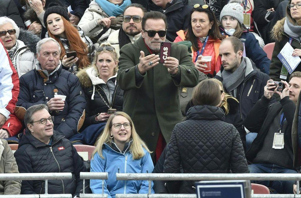 Arnold Schwarzenegger wird selbst zum Fotograf: Tochter Christina will schließlich perfekt in Szene gesetzt werden. Foto: AFP/HANS PUNZ