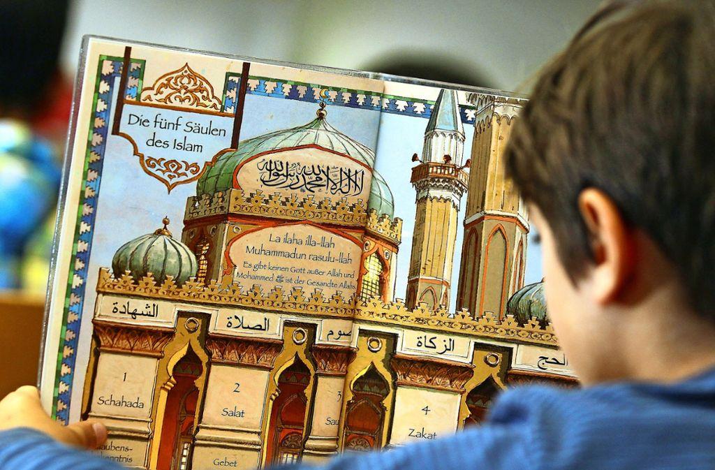 Ein Schulbuch aus dem islamischen Religionsunterricht in Niedersachsen. Foto: dpa