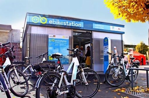 Der Verband Region Stuttgart (VRS) will die S-Bahn attraktiver machen und hat dafür  Mittel in den Haushaltsentwurf 2015 eingestellt.  Auch Pedelec-Stationen, hier die in Bietigheim-Bissingen, sollen   ausgebaut werden. Foto: VVS