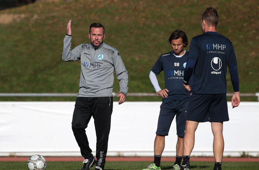 Vamos! Paco Vaz gibt bei den Kickers zunächst einmal die Richtung vor. Foto: Baumann