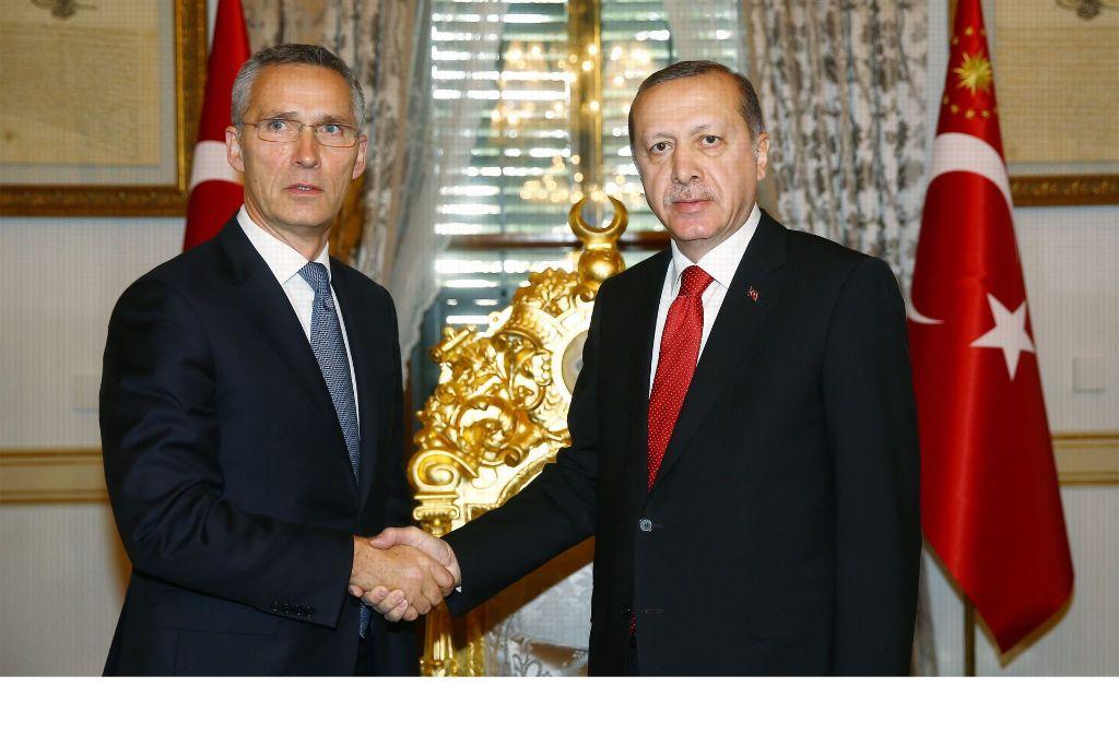 Der Wunsch nach Dialog bleibt: Nato-Generalsekretär Jens Stoltenberg (li.) und Erdogan. Foto: dpa