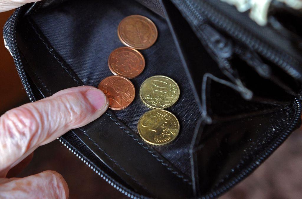 Für einen sogenannten Standardrentner würde die Erhöhung etwa 43 Euro mehr pro Monat bedeuten. Foto: dpa-Zentralbild