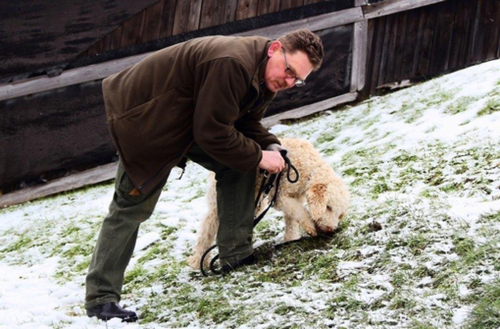 Karl-Heinz Klink und sein Hund Héros. Foto: Hans Jörg Ernst