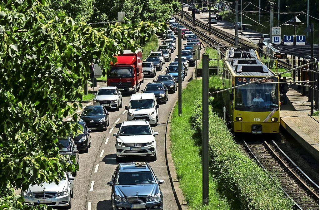 """Die noch unter Verschluss gehaltene Studie fodert, """"die Privilegierung des Autos durch restriktive Maßnahmen zu beenden"""". Foto: Lichtgut/Max Kovalenko"""