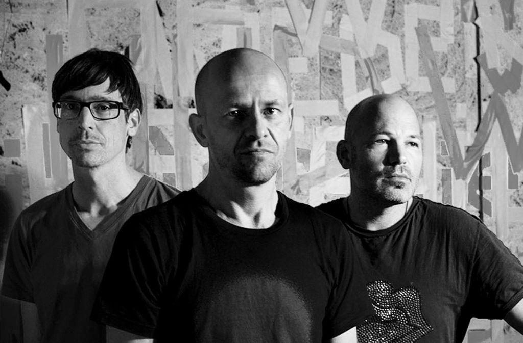 Der Drummer Oli Rubow, der Gitarrist Markus Birkle und der Bassist Markus Bodenseh (von links) sind das Trio Netzer Foto: /Johanna Diehl