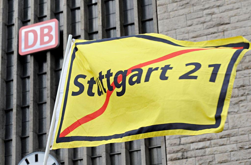 Demonstration gegen das S-21-Urteil in Stuttgart Foto: dpa