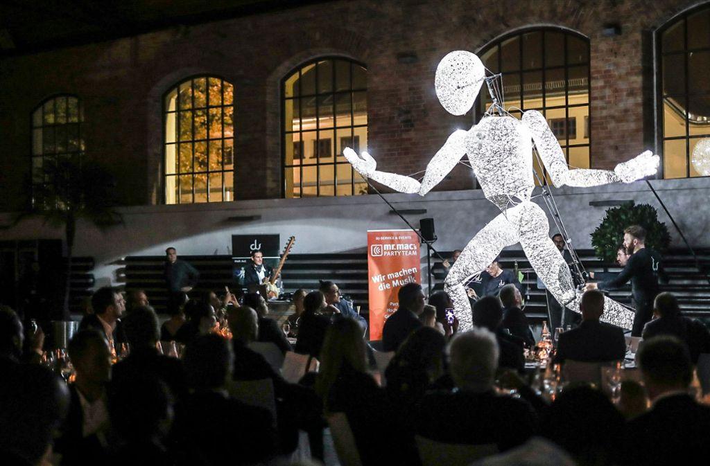 """Bislang fanden die Veranstaltungen in der Phoenixhalle statt – hier die Gala """"Stay the Night"""" 2019: Nun soll es draußen lebendig werden. Foto: Lichtgut/Christoph Schmidt"""