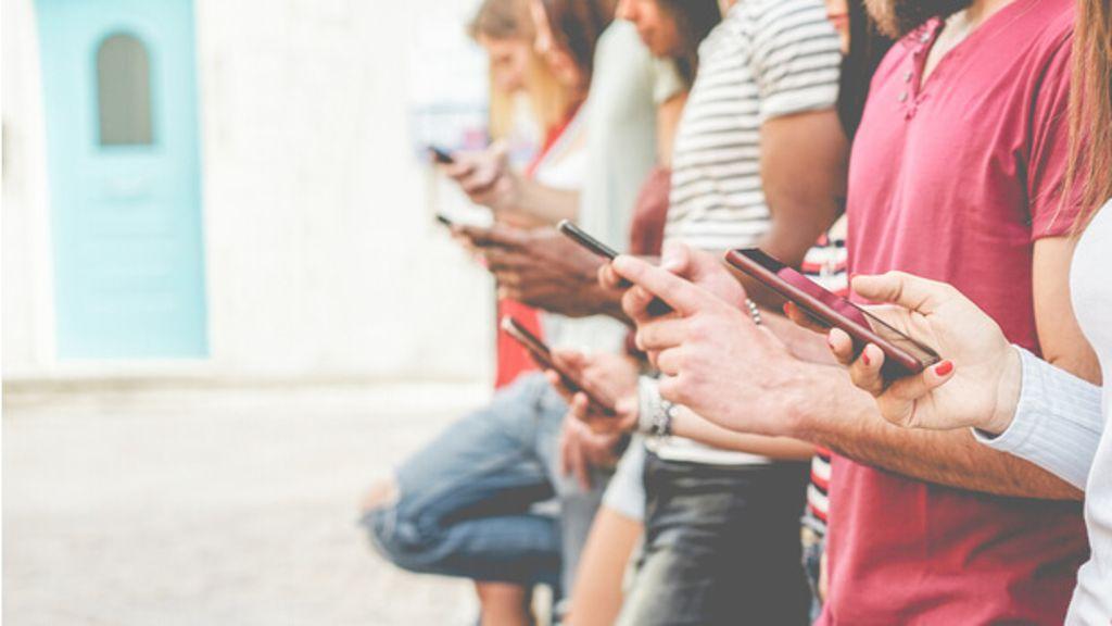 Funktioniert ein Leben ohne Smartphone? Diese Dinge verändern sich in Ihrem Leben ohne Handy. Foto: DisobeyArt / Shutterstock.com