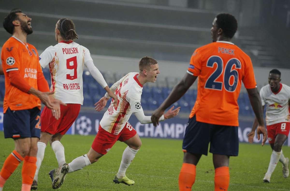 Leipzigs Daniel Olmo (M) feiert den dritten Treffer seiner Mannschaft Foto: dpa/Uncredited