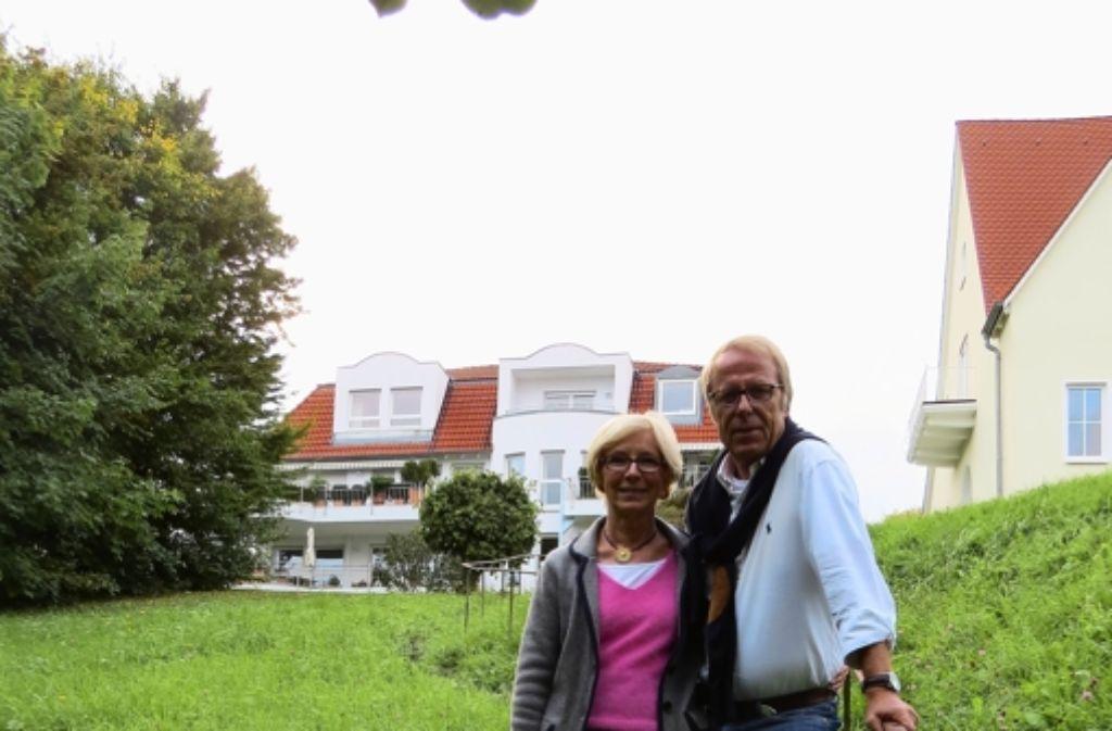 Roswitha und Claus-Henning Guthard freuen sich darauf, dass auf der Straße vor ihrem Haus künftig wohl mehr Kinder spielen werden als bisher. Foto: