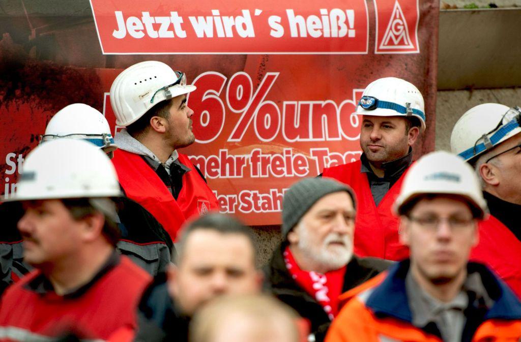 Die traditionelle Klientel – wie hier Stahlarbeiter in Dortmund – bestimmt nicht mehr allein das Handeln der IG Metall. Foto: dpa