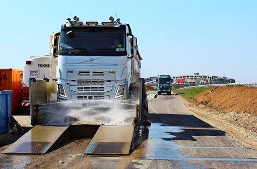 Warum diese Lastwagen kräftig duschen