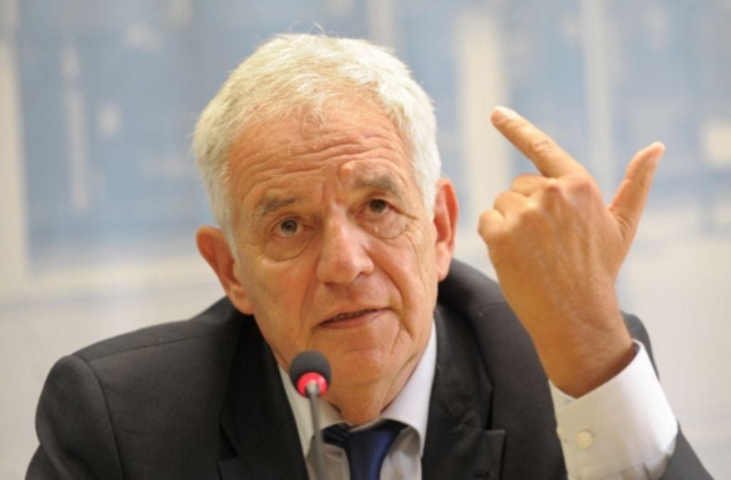 Vor einer schwierigen Entscheidung: Justizminister Rainer Stickelberger (SPD) Foto: dpa